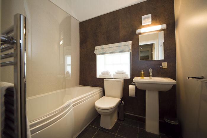 Texel - en-suite bathroom